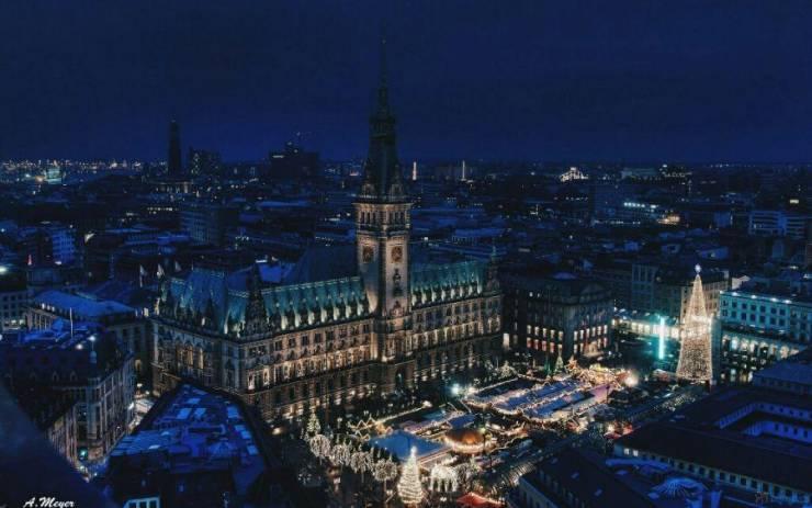 Рождественский рынок в Гамбурге