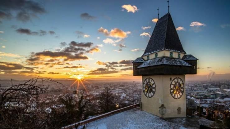 Башня с часами на горе Шлоссберг