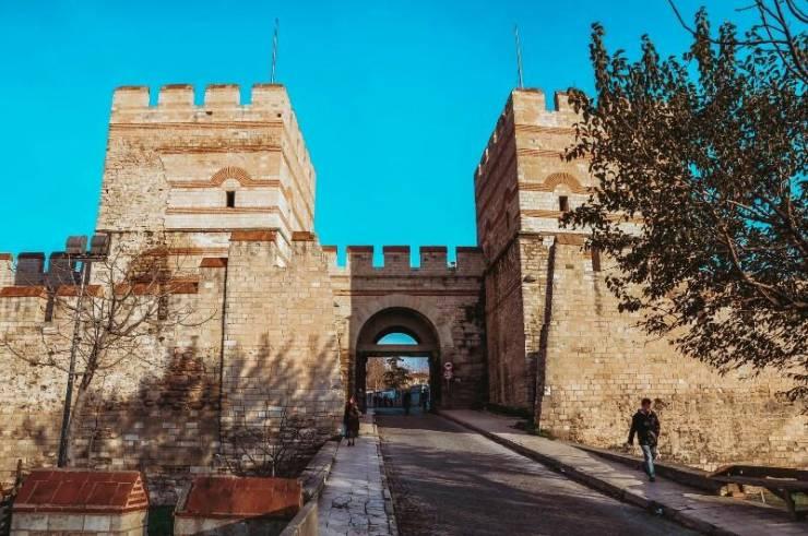 Феодосийские стены