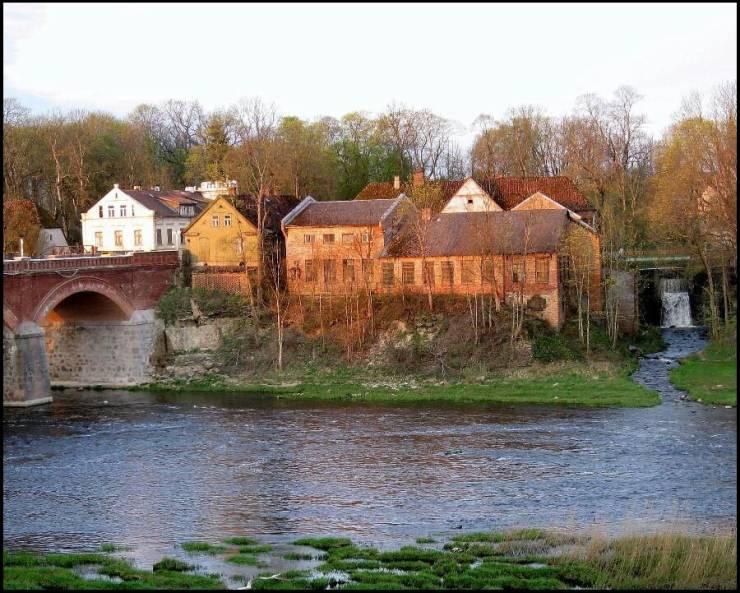 Река Вента у города Кулдига  Кулдига, Латвия Kuldiga