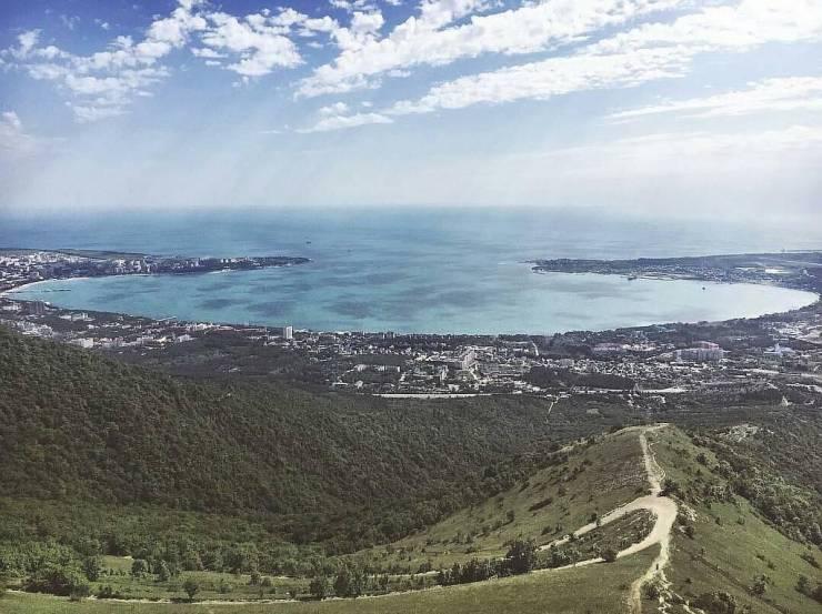 Панорама Геленджикской бухты. Фото - @cathy_dar