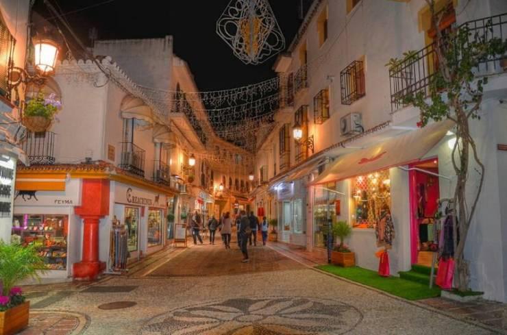 Вечером на улицах исторического центра