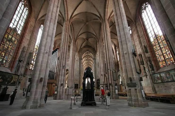 Интерьер собора св. Себальда
