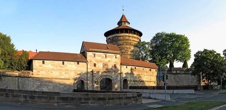Средняя башня - Neutor Tower