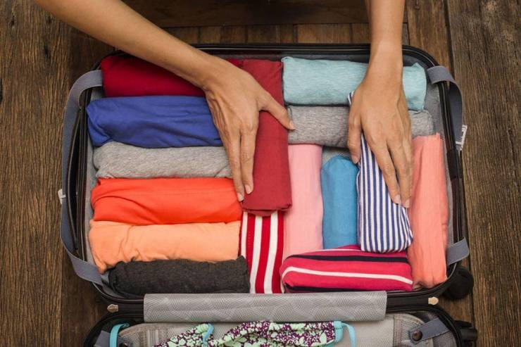 Одна из техник упаковки чемодана - вещи свернуты в тугие рулоны. Источник - www.mydiscoveries.com.au