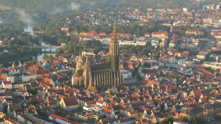 Исторический центр Ульма и громада Мюнстерского собора
